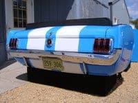 Banquette réalisée à partir d'une authentique partie arrière de Ford Mustang 1965