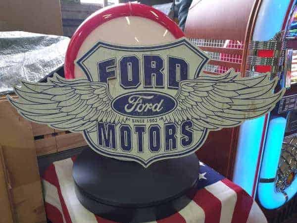 Panneau publicitaire americain Ford MotorsPanneau publicitaire americain Ford Motors