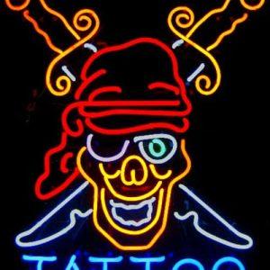 24-enseigne-lumineuse-neon-tattoo-tete-pirate-squelette
