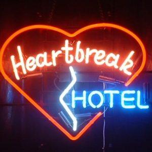 57-enseigne-lumineuse-neon-heartbreak-hotel