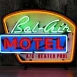 Bel Air Motel neon publicitaire en verre