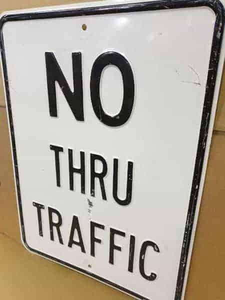Panneau routier américain NO THRU TRAFFIC