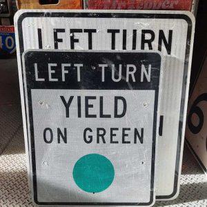 Panneau Routier Americain Authentique Et Vintage Left Turn Yeld On Green