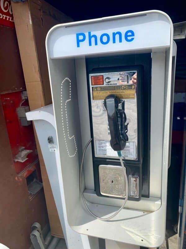 Payphone vintage de rue américain authentique avec cabine