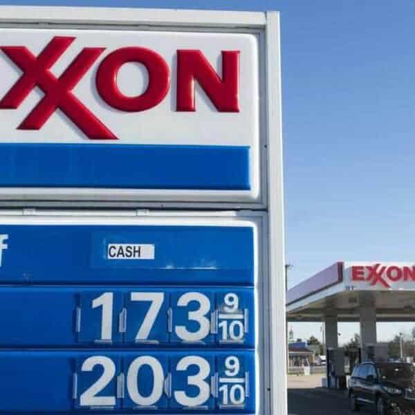 Enseigne de station service Exxon