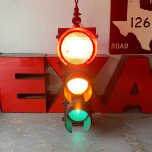 Feu tricolore americain de signalisation routiere fonte vert