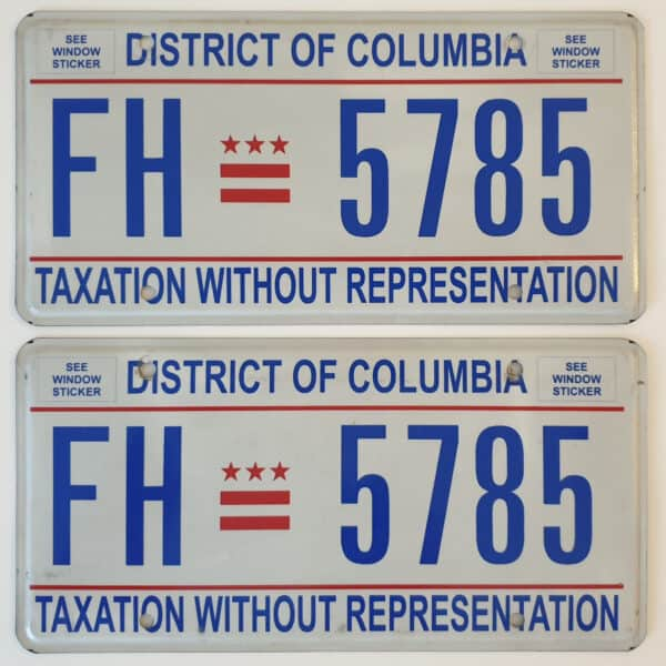 Plaque d'immatriculation authentique provenant de voiture americaine de collection Washington DC Flat Pair