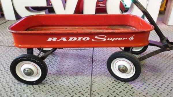 RADIO SUPER Pull Wagon – avec réhausse sur mesure Table Basse