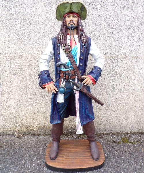 Statue du pirate des Caraibes Jack Sparrow
