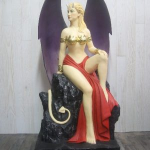 Statue d'une Diablesse sexy assise