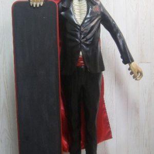 Statue du Comte Dracula avec un porte-menu