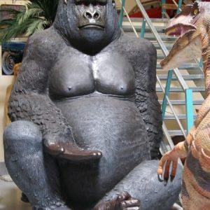 KING KONG Gorille géant assis main tendue