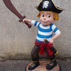 Petit garçon Pirate avec son épée, style dessin animé.