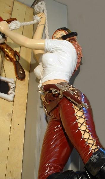 Pirate Girl Corde Su 9720 Statue Grandeur Nature En Resine Et Fibre De Verre Location Vente 2