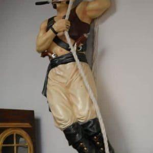 Pirate tatoué à l'abordage du Galion