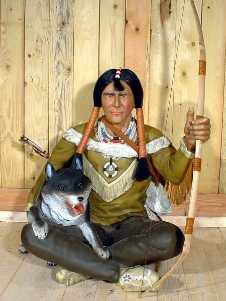 Western – Indien assis avec son arc et son loup