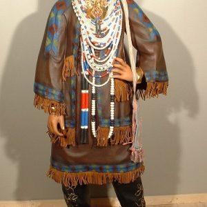 Indienne en tenue traditionnelle des tribus amérindiennes