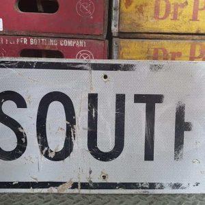 Panneau Routier Americain Authentique Et Vintage Direction South 61x30.5cm 1