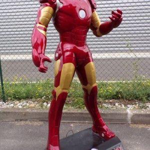 Statue d'Iron Man Super héros avec son armure à propulseur