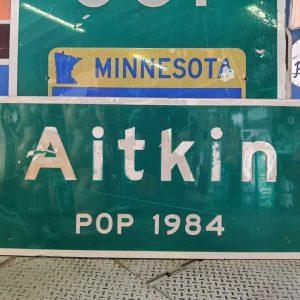 panneau de signalisation routiere americain highway aitkin pop 1984 138cmx61cm