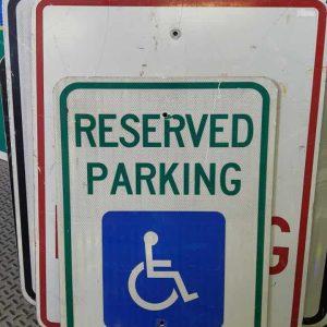 panneau de signalisation routiere americain reserved parking handicape 61x46cm