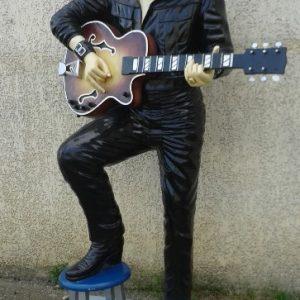 elvis 1968 avec guitare pied sur tabouret su 6624 statue grandeur nature en resine et fibre de verre statue taille reelle 1m90 achat et location lyon