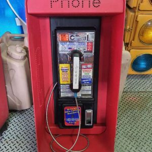 cabine payphone americain a fixer au mur rouge