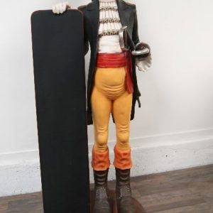 Restaurant - Statue de Pirate avec ardoise de menu