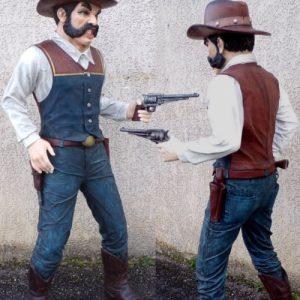 western statue grandeur nature du bandit en duel